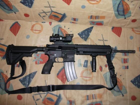VFC HK416 GBB Gen.IV Aufgerüstet mit einem ACOG Strike Systems A-Style Scope 4x32 mit Fiber Optik, sowie einem Pistolenfrontgriff und dem Z-Parts Steel Outer Barrel