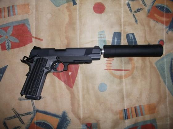 Angry Gun M1911A1 GBB Dual Tone mit Tune-Up Schalldämpfer und CNC Rail Mount