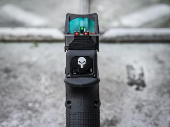 Glock 17 mit MITA Anbauteilen