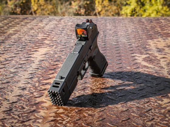 Glock mit MITA Airsoft Anbauteilen